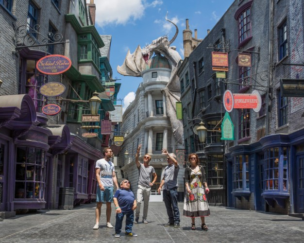 The actors visit Diagon Alley